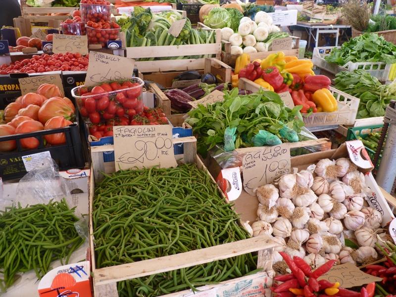 8d923444e4c6f Banco di frutta e verdura a Campo de Fiori